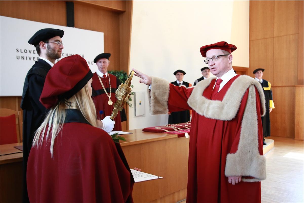inauguracia rektora a dekanov stu