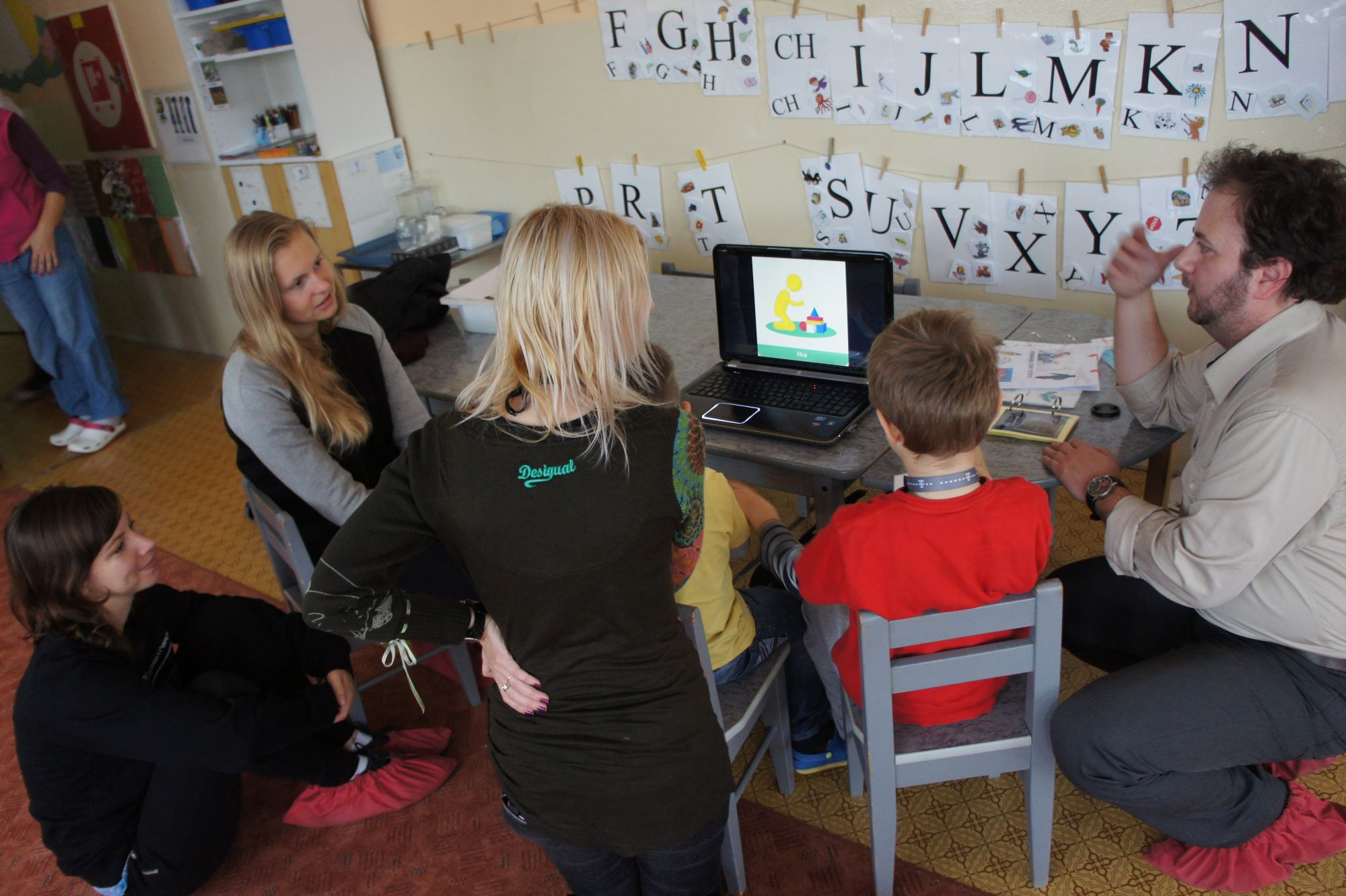 Študentky dizajnu tvorili pomôcku pre deti s autizmom