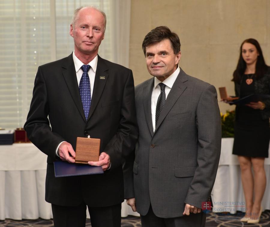 Najvyššie rezortné vyznamenania sv. Gorazda dostali aj profesori STU
