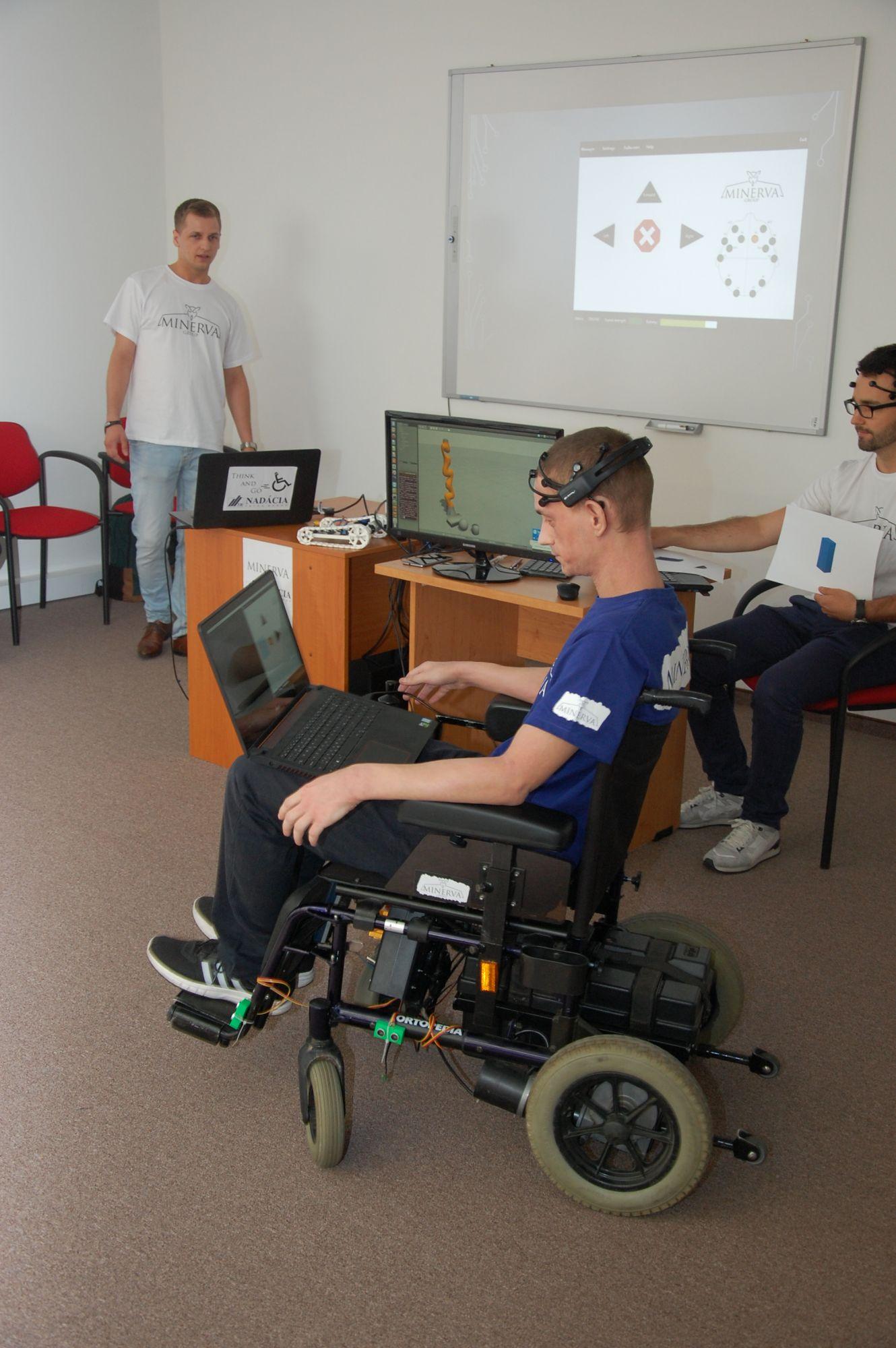 Študenti vyvíjajú vozík ovládaný myšlienkami