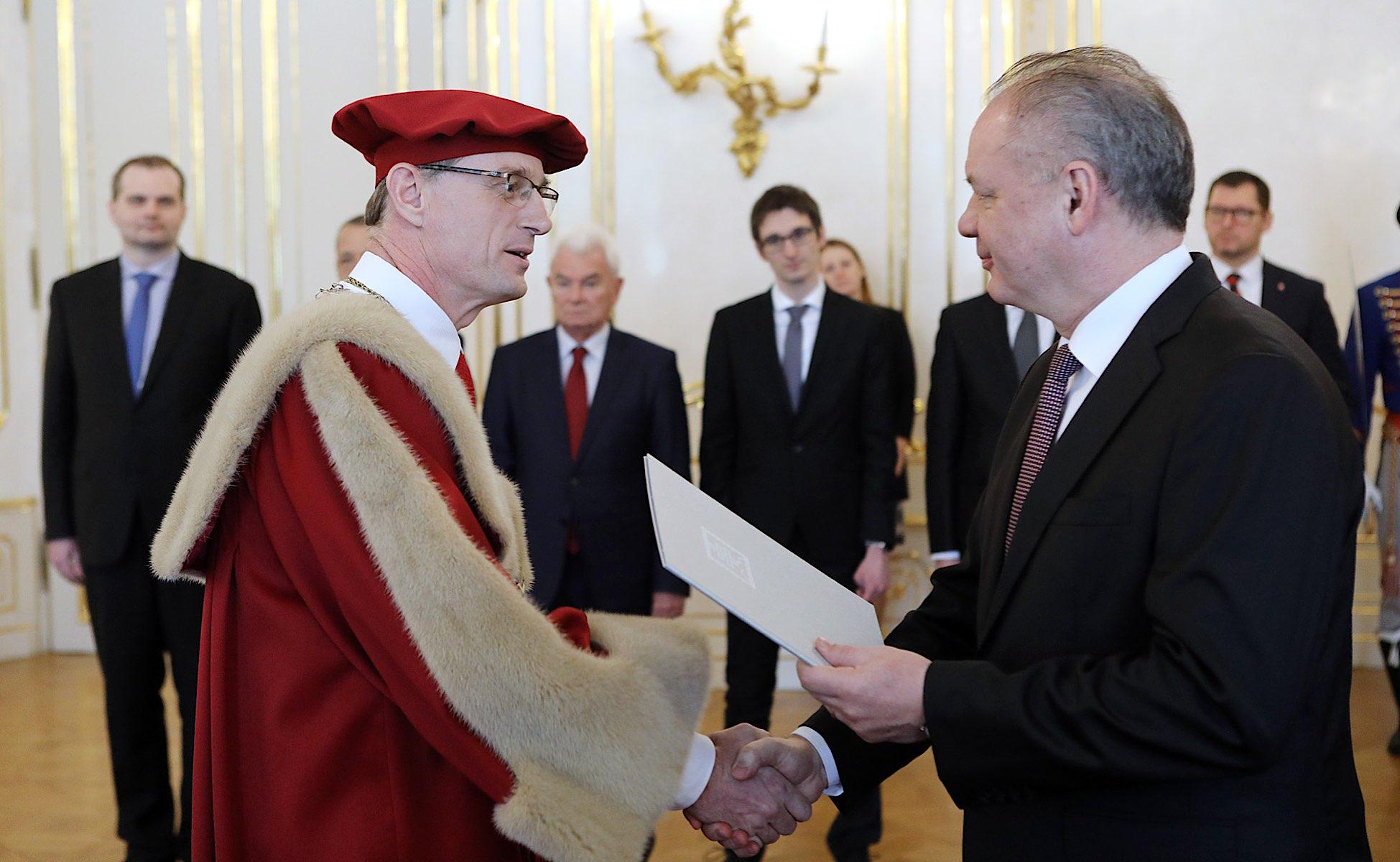 Prezident SR vymenoval M. Fikara za rektora STU