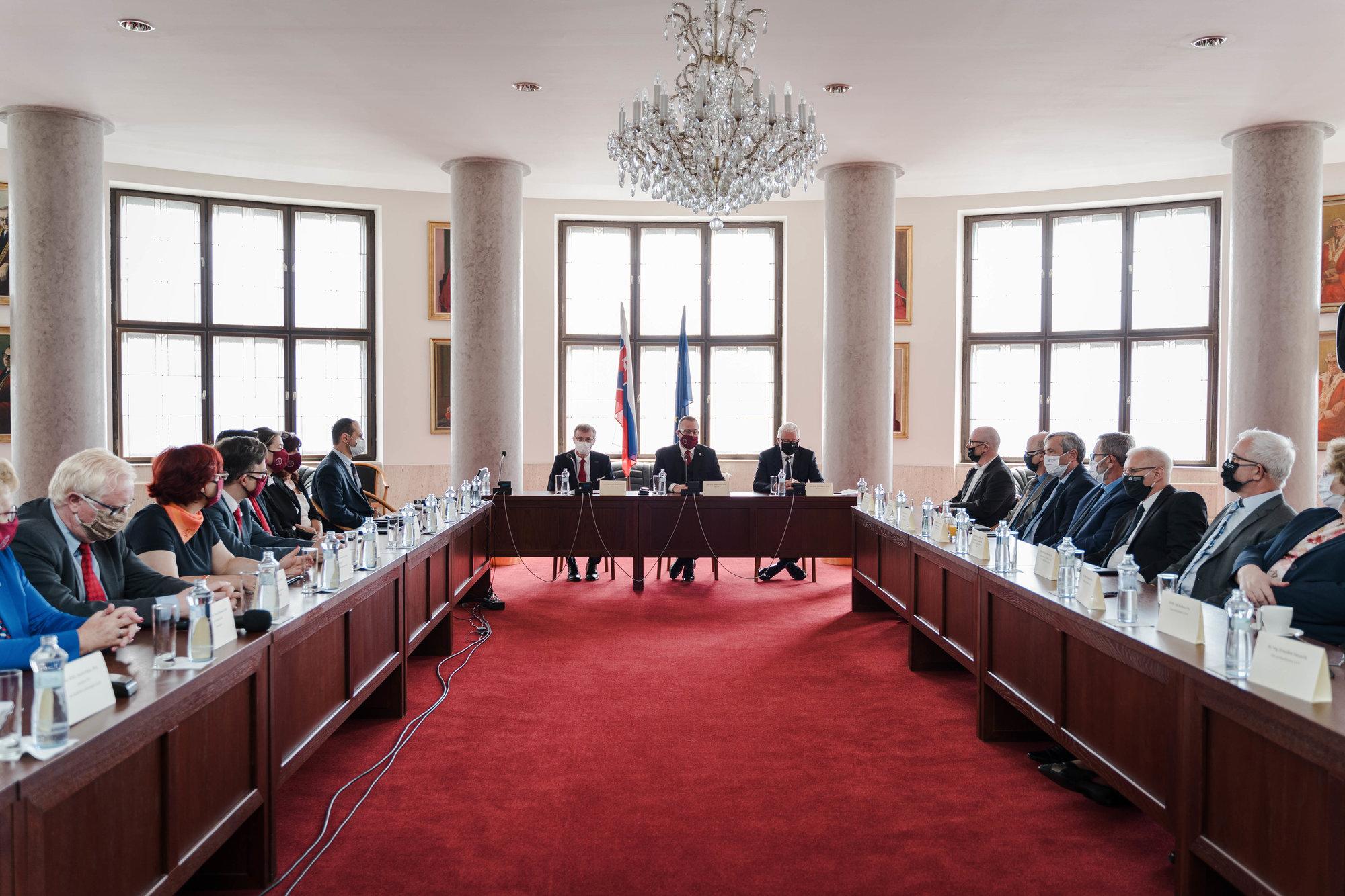 Prioritami klastra sú internacionalizácia vo vede a podpora slovenských vedcov
