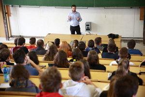 Rektor M. Fikar udelil ocenenia pri príležitosti Dňa učiteľov