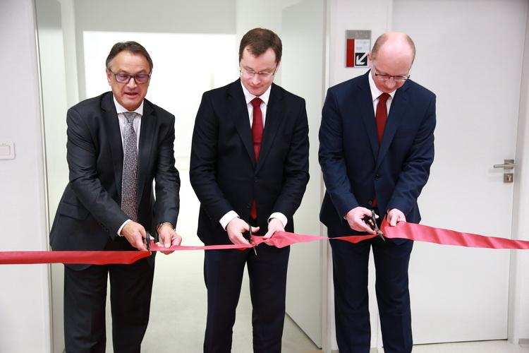STU otvorila Centrum pre nanodiagnostiku