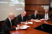 Podpis rámcovej zmluvy o spolupráci medzi STU a VW SK na rektoráte Slovenskej technickej univerzity v Bratislave