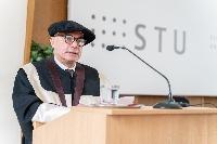 STU udelila čestný doktorát profesorovi Massimovi Morbidellimu